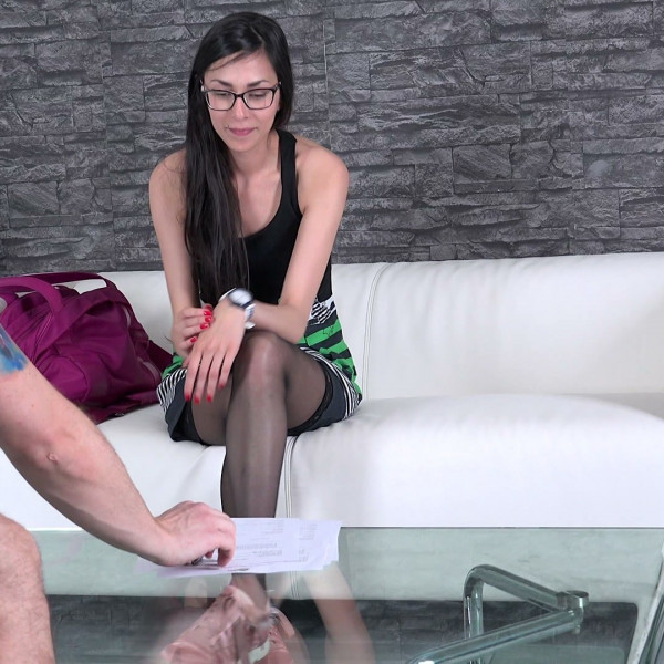 Ashely Ocean at her first porn casting - Photo 1 / 16